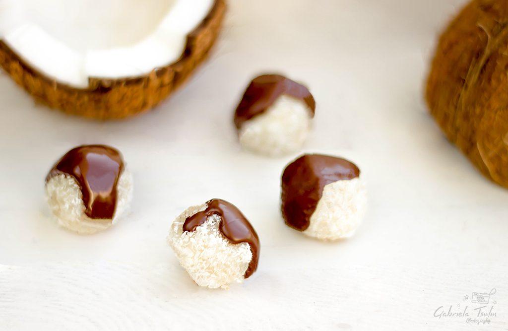 Кето кокосови трюфели със стевия