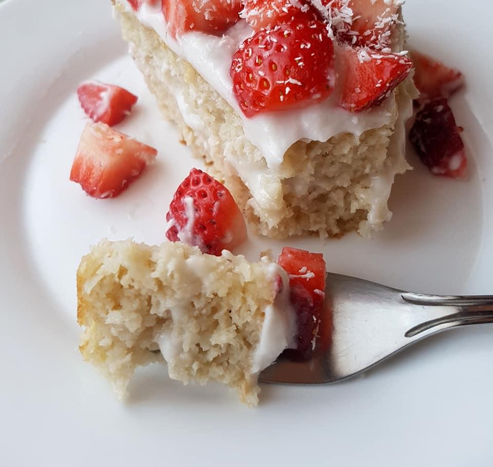 парче кокосова торта с еритритол и стевия